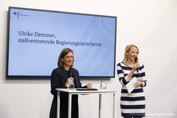 Foto von Merle Becker als Moderatorin (PC: Bundesregierung/Jürgen Kornaker)