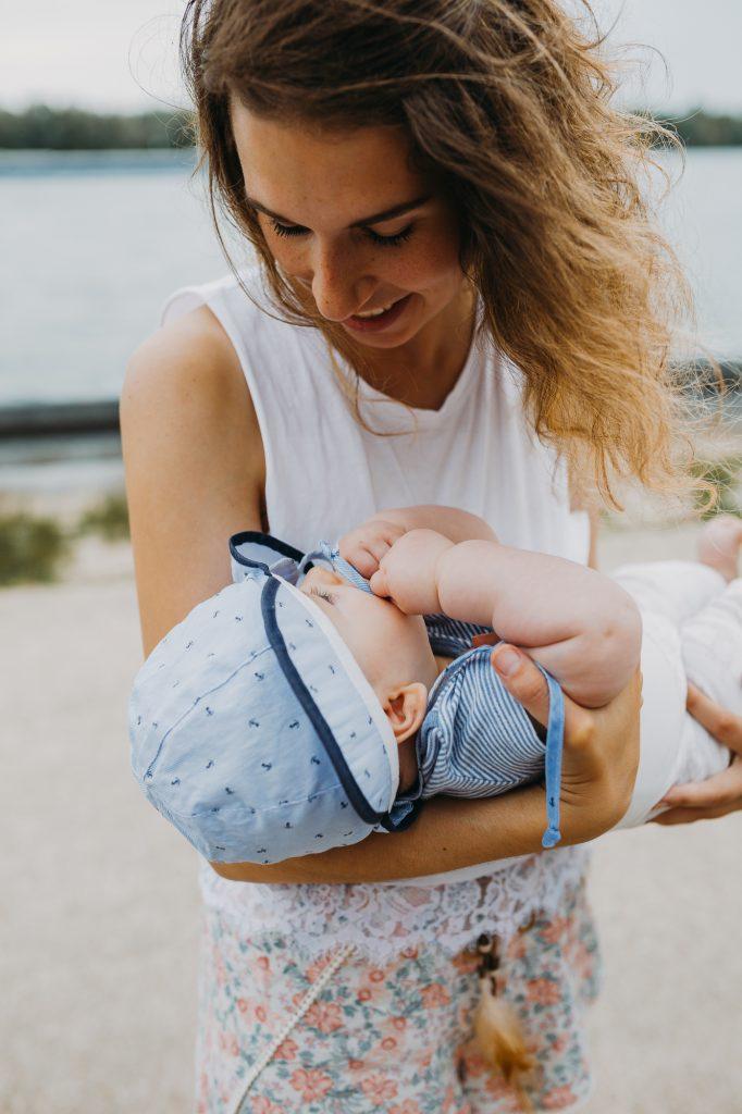 Sarah Meyer über Nachhaltigkeit im Familienalltag hier mit Baby
