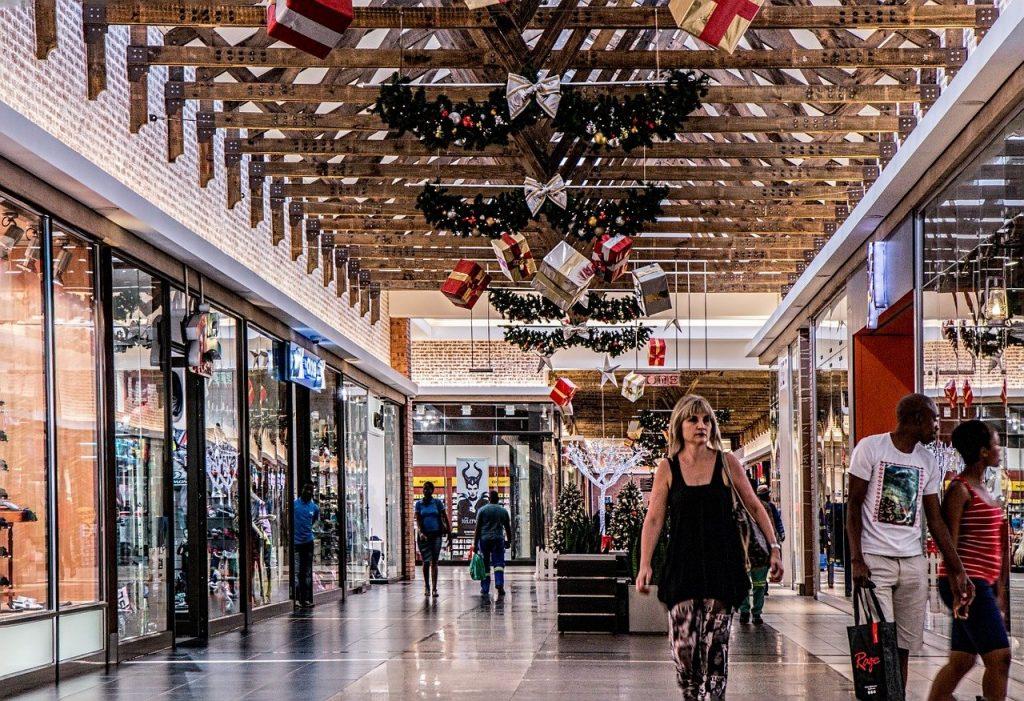 Menschen in einem Einkaufszentrum. PC: Steve Buissinne auf Pixabay